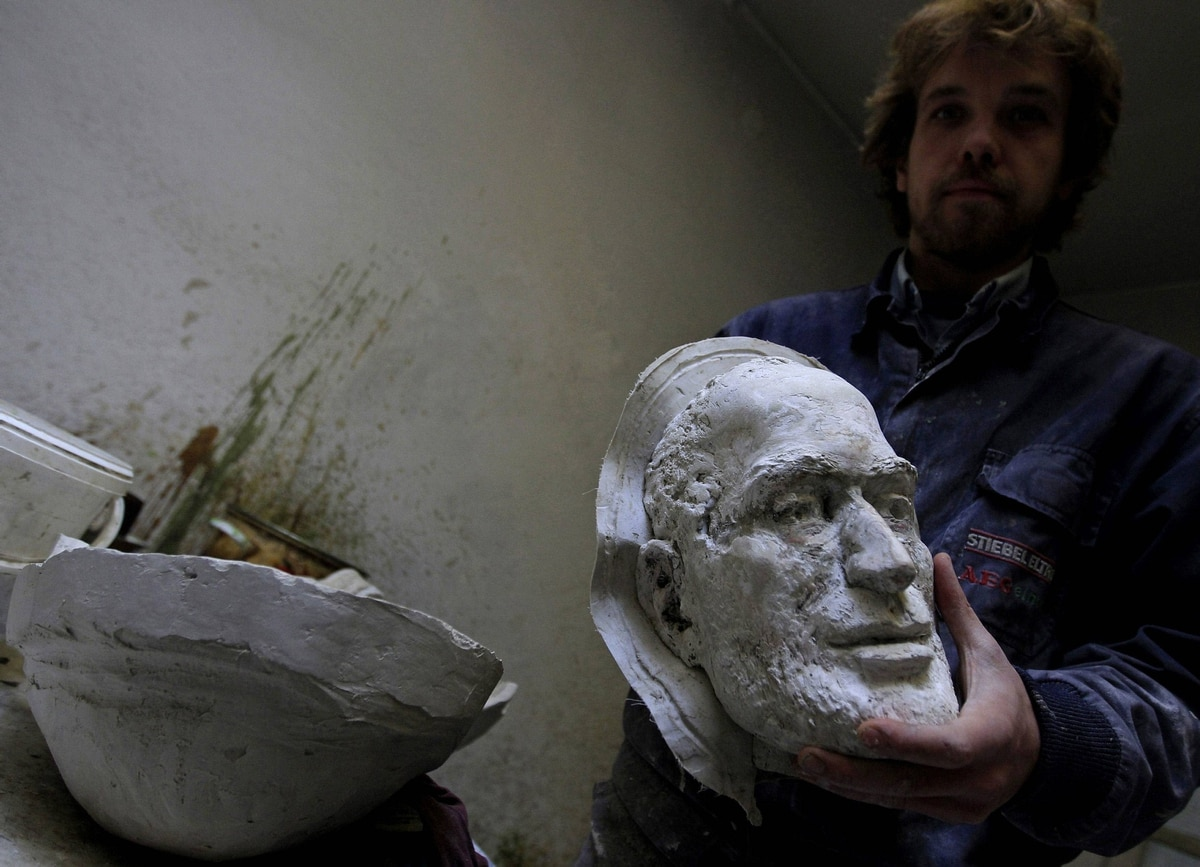 The cast model of the face takes shape.