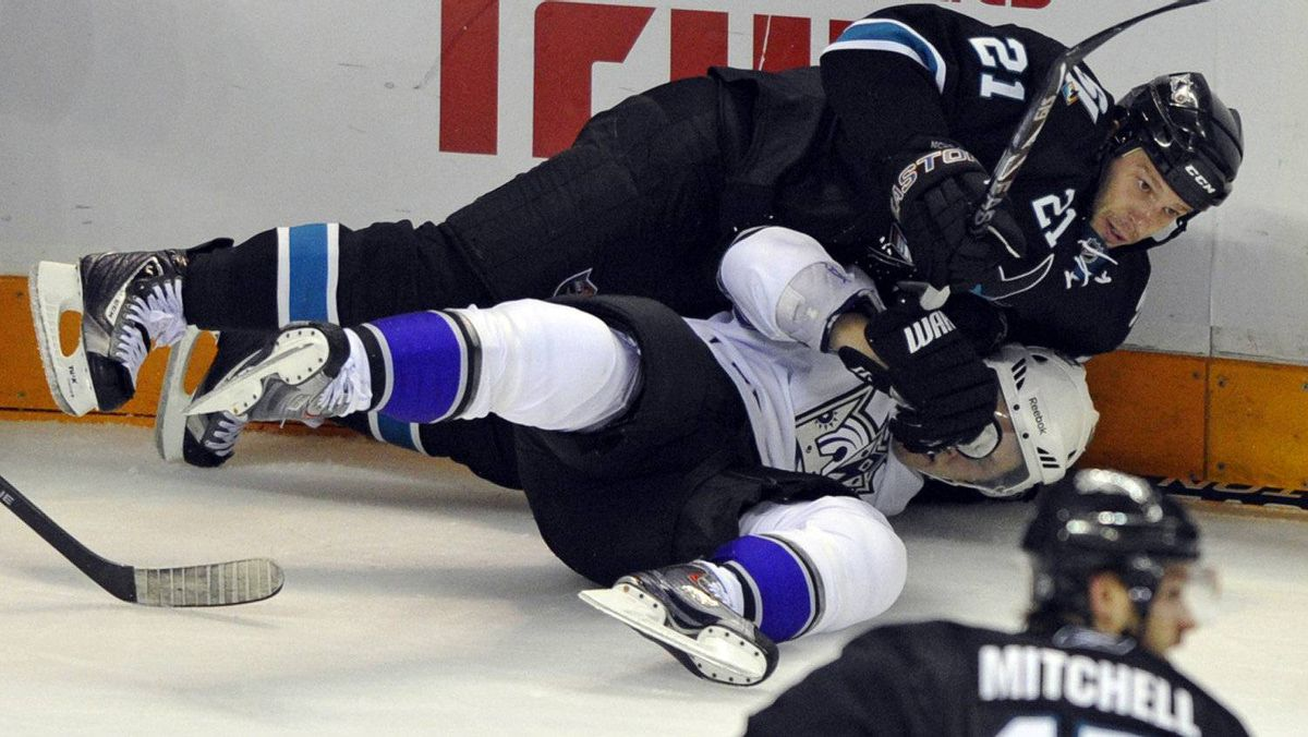San Jose Sharks center Scott Nichol (21) collides with Los Angeles Kings left wing Dustin Penner (bottom) during the first period of Game 2 in the NHL Western Conference quarter-final hockey playoff in San Jose, California April 16, 2011. REUTERS/Chad Ziemendorf