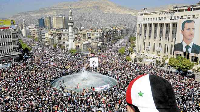 Tens of thousands of Syrians gather for a pro-government rally at the central bank square in Damascus March 29, 2011. Syrian President Bashar al-Assad accepted his government's resignation on Tuesday after nearly two weeks of pro-democracy unrest that has posed the gravest challenge to his 11-year rule.