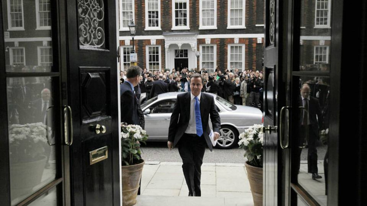 Britain's Conservatives party leader David Cameron arrives to read a statement to members of the media at St Stephen's Club on May 7, 2010 in London, England.