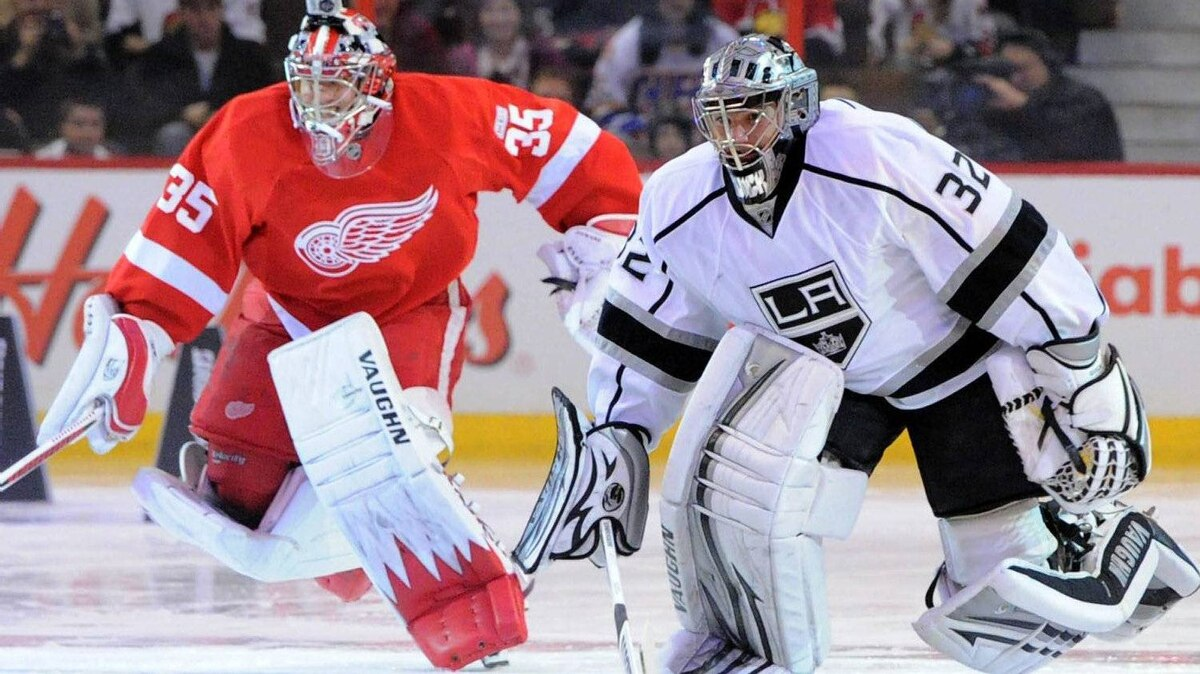 Jonathan Quick, right, of the Los Angeles Kings, races Detroit Red Wings' Jimmy Howard during the Fastest Skater event at the NHL All-Star skills competition in Ottawa on Saturday, January 28, 2012. THE CANADIAN PRESS/Sean Kilpatrick