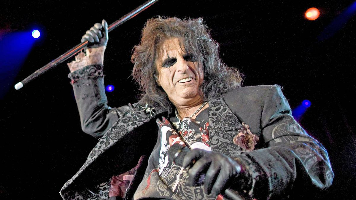 Alice Cooper performs during the 43rd Montreux Jazz Festival in Montreux July 8, 2009.