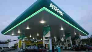 Motorists pump petrol at a Petroliam Nasional Bhd (Petronas) petrol station in Putrajaya outside Kuala Lumpur.