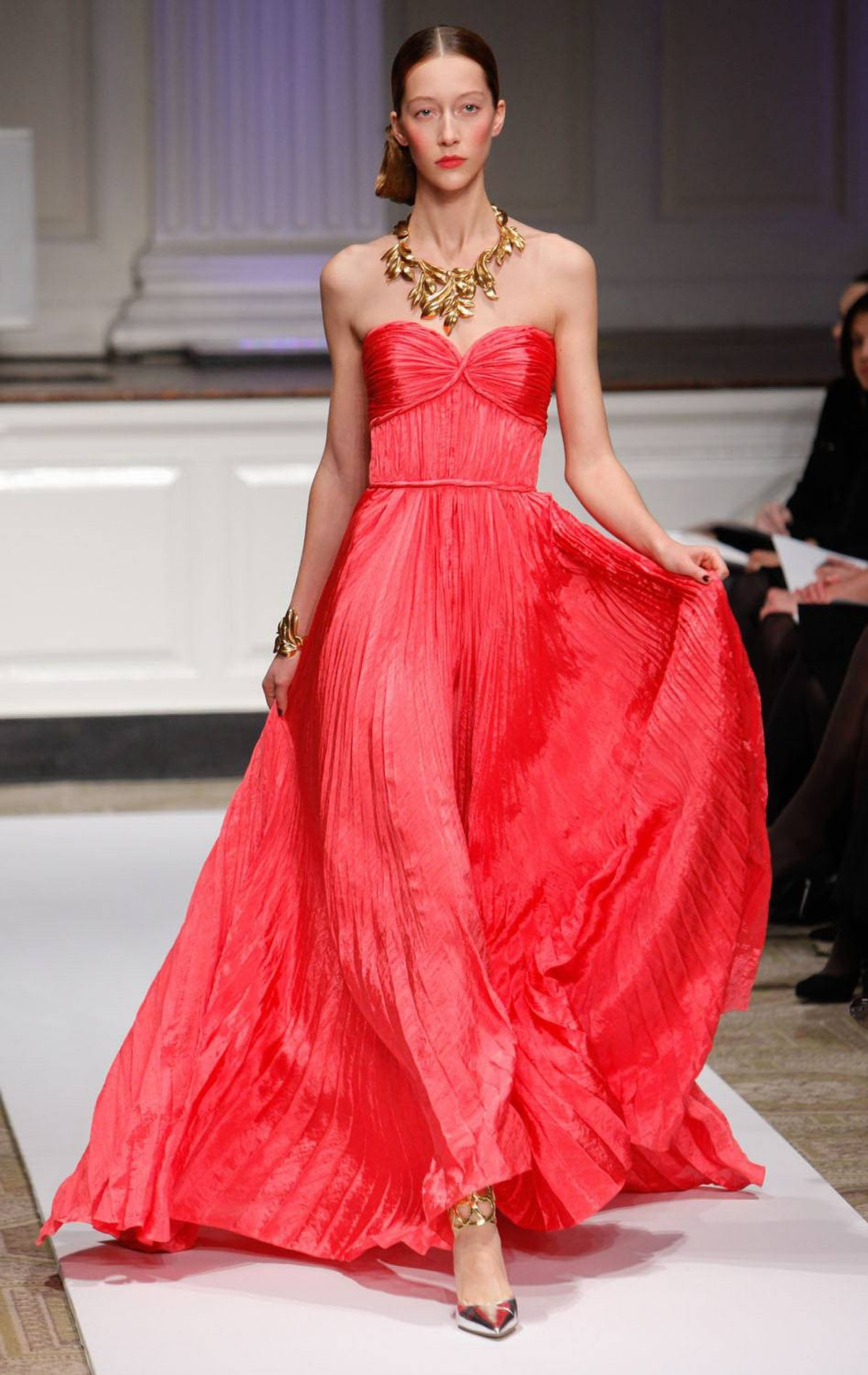 You can never go wrong with a knockout red dress. Especially if it's by Oscar de la Renta.