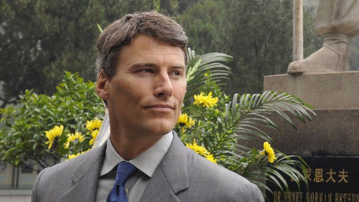 Mayor Gregor Robertson visiting the tomb of Dr. Norman Bethune, at the Huabei Martyrs' Cemetery, China.