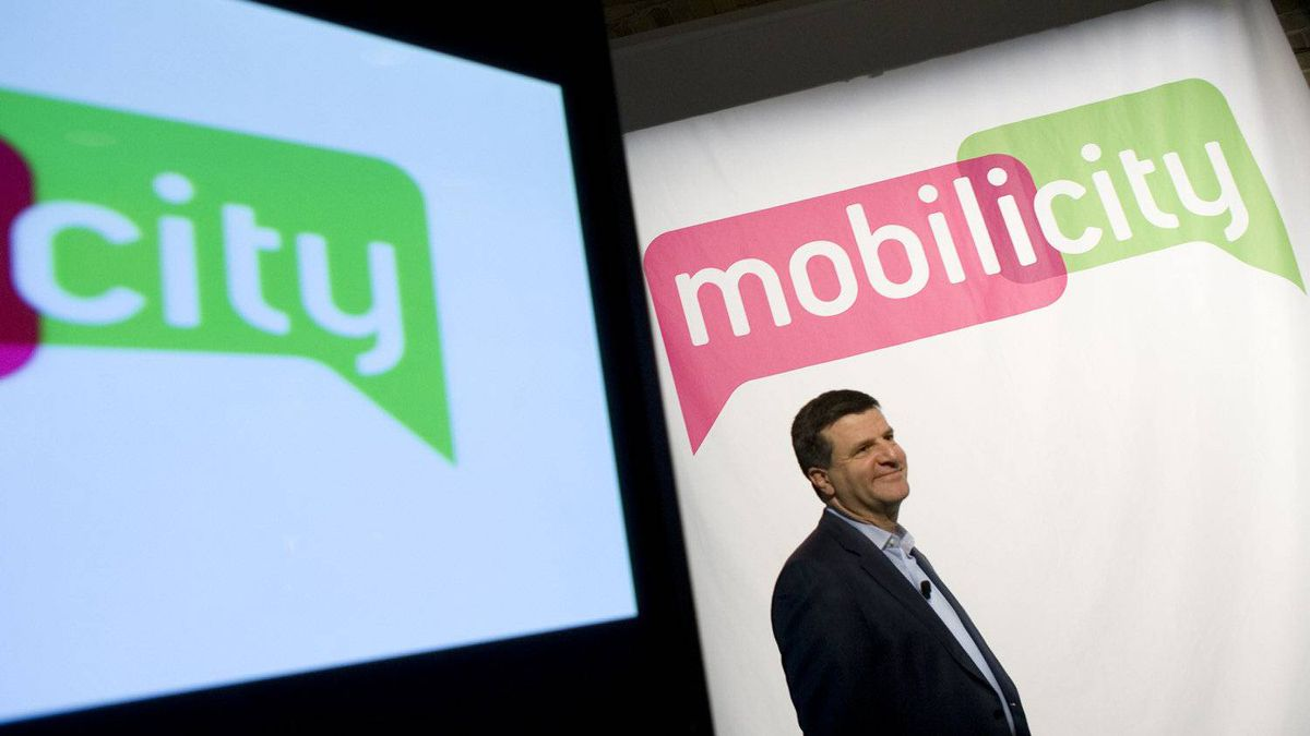 Mobilicity chairman John Bitove wants Ottawa to introduce a 'spectrum screen,' a mechanism currently used by the U.S. Federal Communications Commission to limit carrier holdings, in time for the Canadian auction of the 700 MHz frequency.