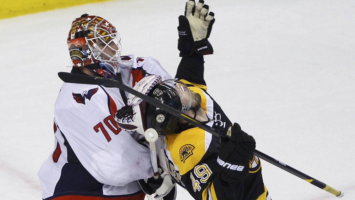 Washington Capitals goalie Braden Holtby (L) pulls on Boston Bruins' Rich Peverley during the second period in Game 5 of their NHL Eastern Conference quarter-final hockey playoff series in Boston, Massachusetts April 21, 2012. REUTERS/Brian Snyder