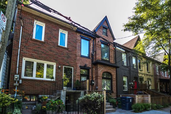 Big premium for townhouse on small South Riverdale lot