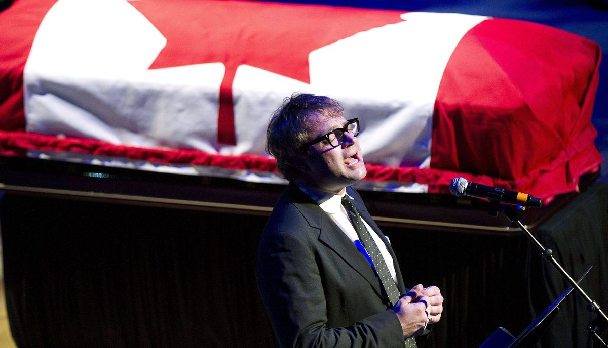 Steven Page sings Hallelujah for the late NDP leader Jack Layton.
