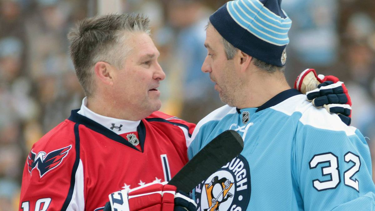 Craig Laughlin #18 of the Washington Capitals talks with Peter Taglianetti #32 of the Pittsburgh Penguins during a timeout in the 2011 NHL Winter Classic Alumni Game on December 31, 2010 at Heinz Field in Pittsburgh, Pennsylvania. (Photo by Jamie Squire/Getty Images)