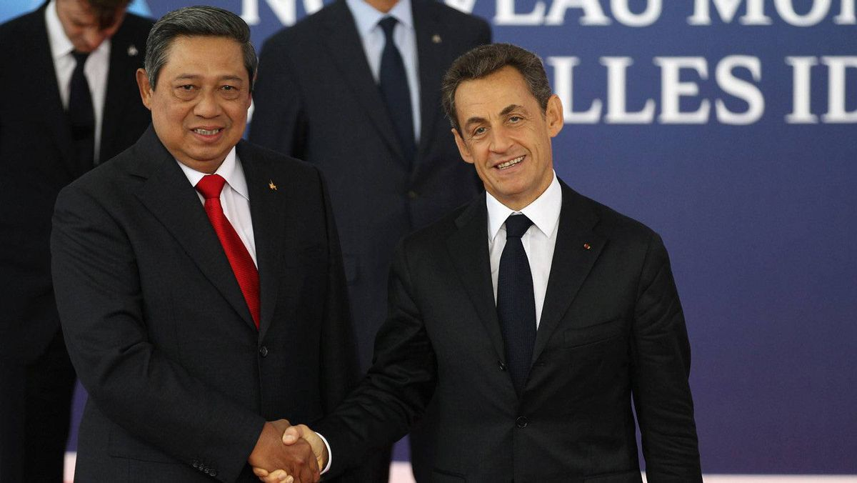 Indonesia President Susilo Bambang Yudhoyono arrives in Cannes.