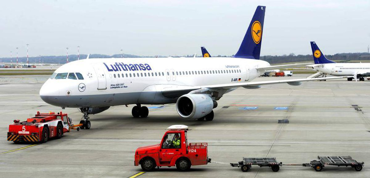 eu to clear air canada united lufthansa tie up source. Black Bedroom Furniture Sets. Home Design Ideas