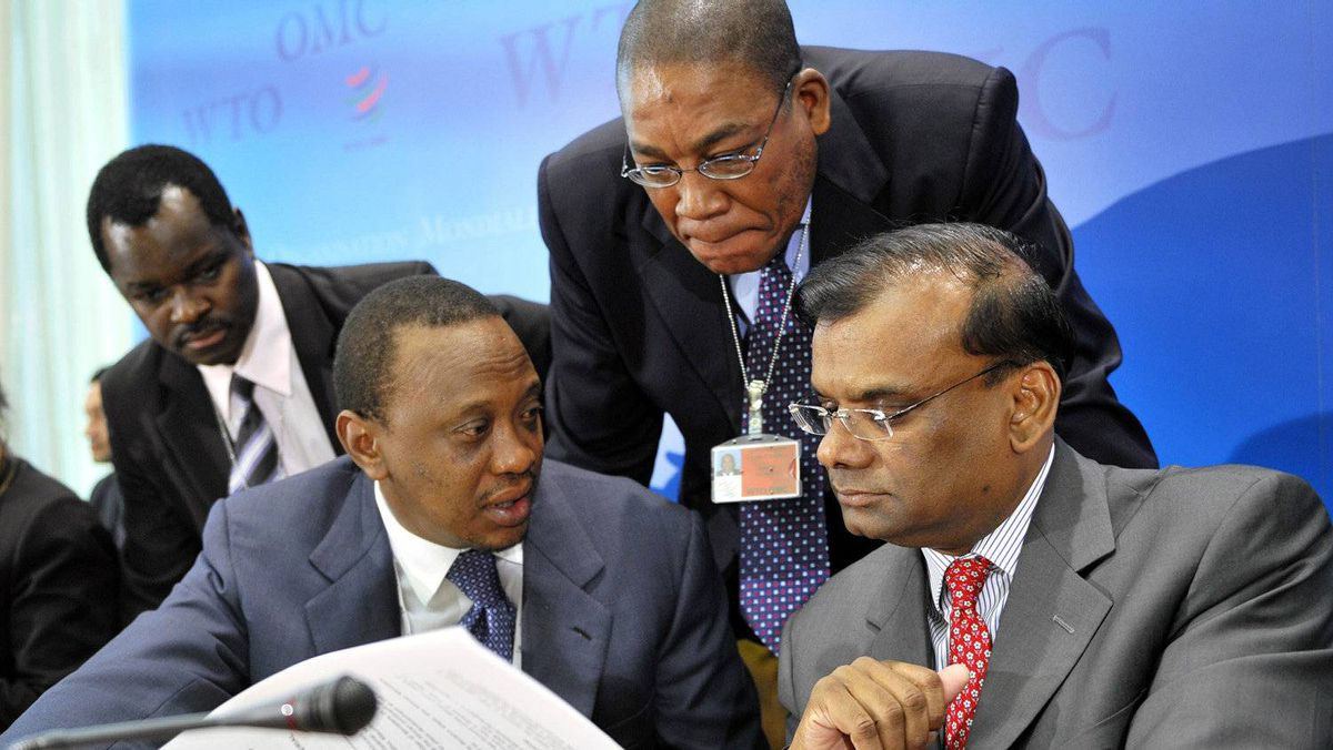 Kenyan Deputy Prime Minister and Commerce Minister Uhuru Kenyatta (2nd L) speaks with Mauritian Deputy Prime Minister and Minister of Finance and Economic Development Rama Sithanen (R) prior to a press conference during World Trade Organisation (WTO) talks on July 25, 2008 at the WTO headquarters in Geneva.