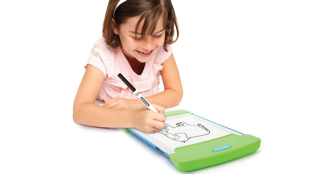 Crayola Trace and Draw's green clip on case gives kids something to grip onto, has two small compartments for storing felt pens and crayons and holds paper in place. Fifty sheets of tracing paper are included