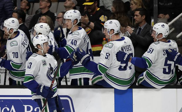 Canucks beat Sharks to extend win streak to four games
