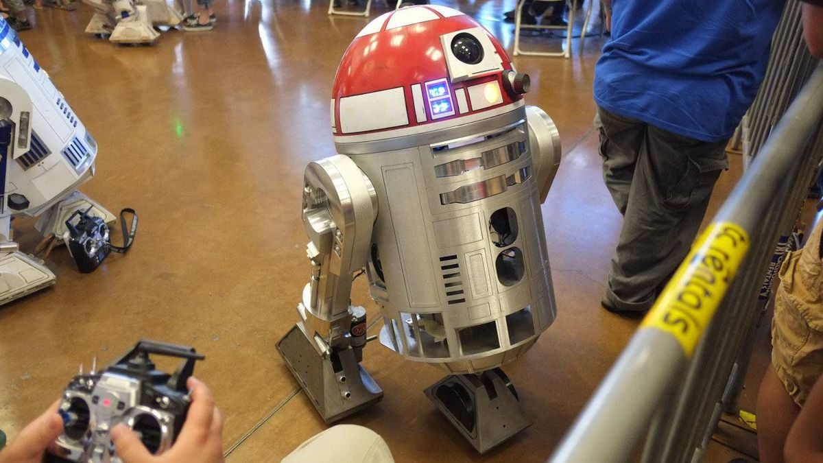 The Bay Area R2 Builders club has been building replica R2 units since the late 1990s, based on a combination of movie stills and designs and specifications from original models used in the film.