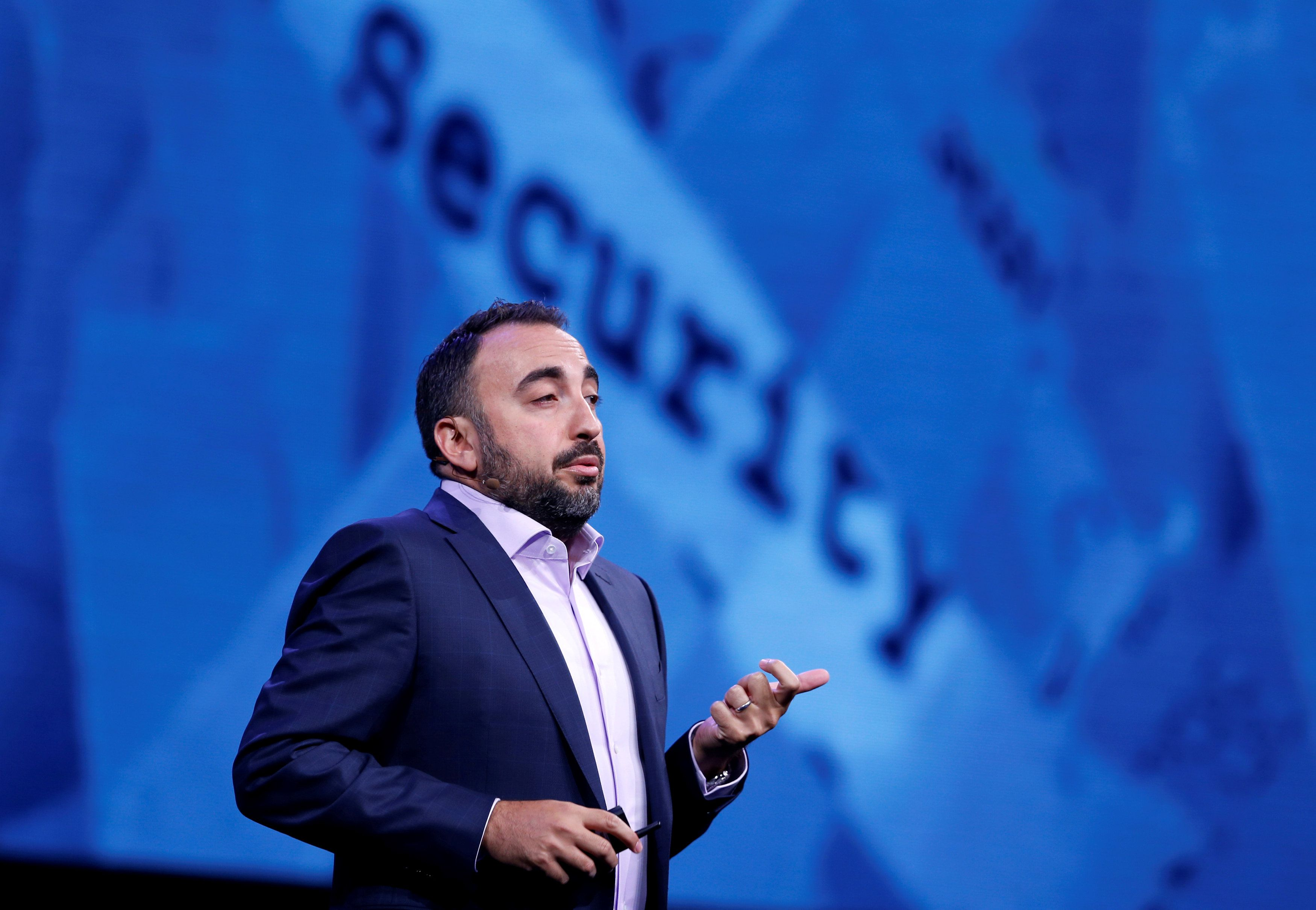 Former Facebook exec recommends Zuckerberg step down as CEO