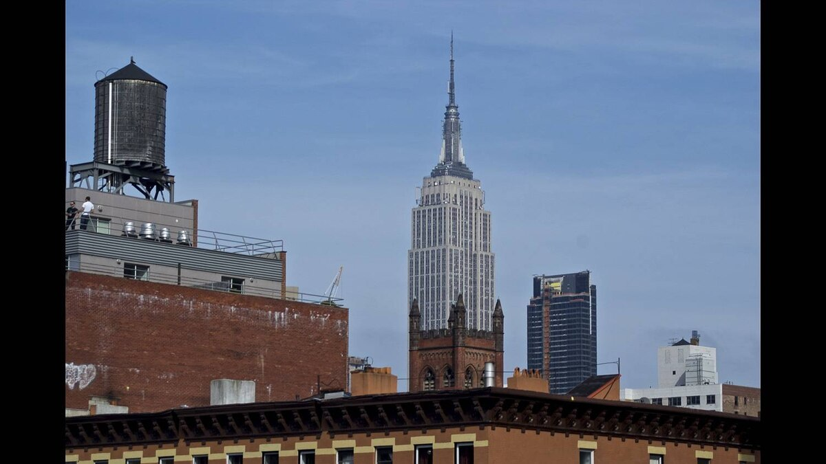 Sandro Del Re photo: New York - Empire State Building from Chelsea Market.