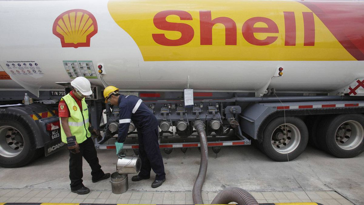 Royal Dutch Shell PLC received a $32-million (U.S.) refund on its Canadian corporate income taxes last year.