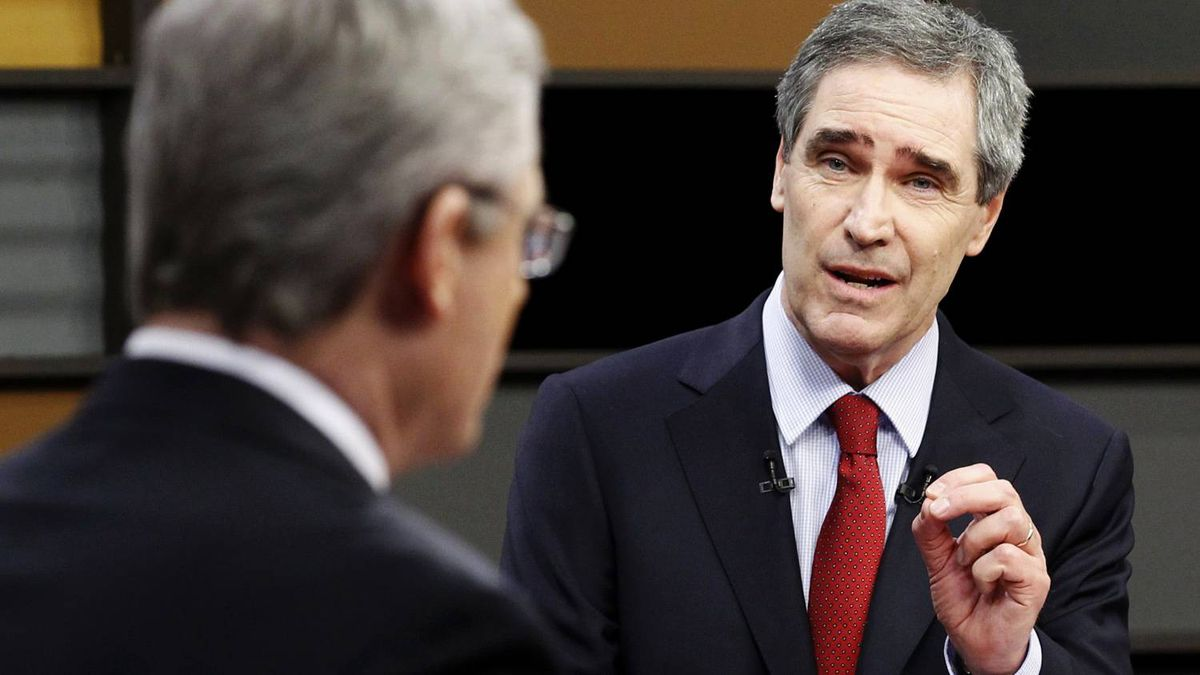 Liberal leader Michael Ignatieff (R) makes a point to Conservative Party leader and Prime Minister Stephen Harper (L) during a televised English language debate in Ottawa, April 12, 2011. Canadians will head to the polls in a federal election on May 2.