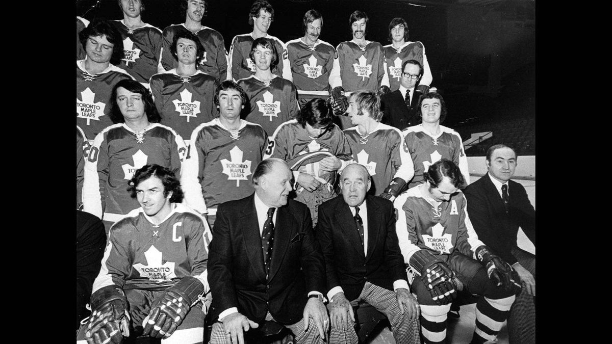 Red Kelly coached the Toronto Maple Leafs from 1973 to 1977. He's seated centre left wearing a suit in the front row.