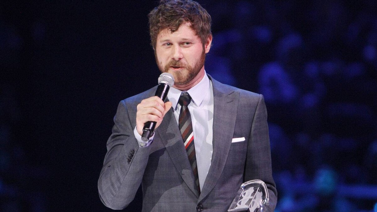 Dan Mangan accepts the New Artist of the Year during the Juno Awards ceremony in Ottawa, Sunday April 1, 2012.