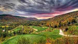 In Newfoundland, the 10th hole at the Humber Valley Resort, a Doug Carrick course, is ablaze with colour.