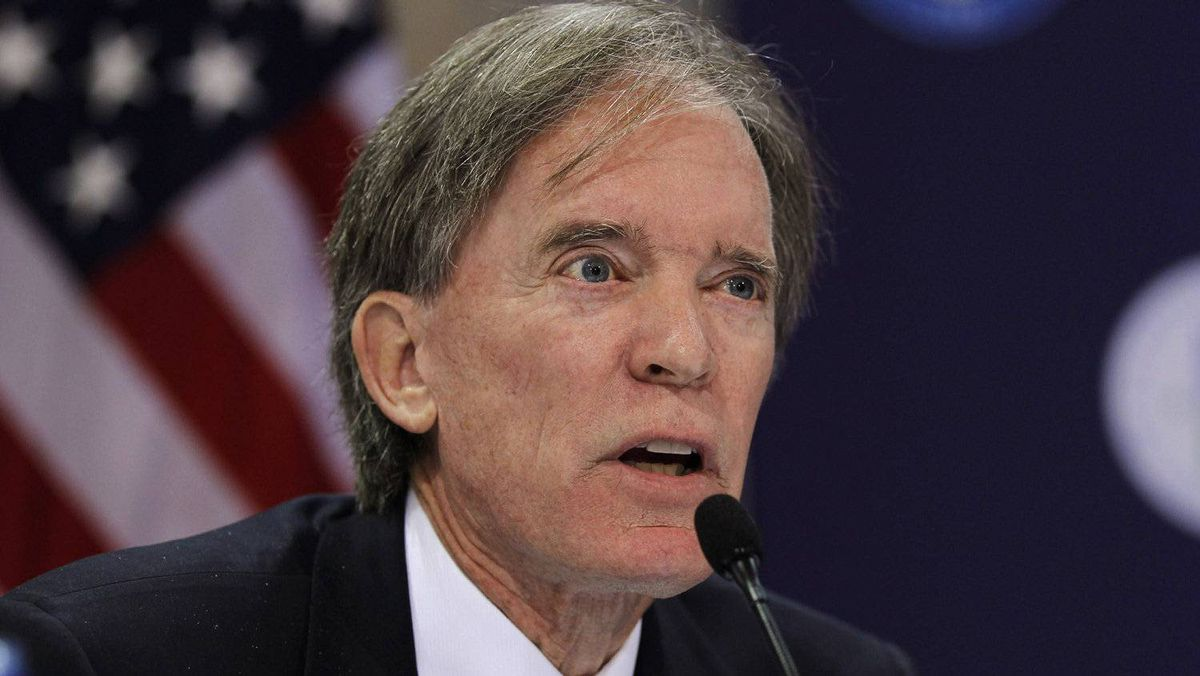 Bill Gross, manager of the world's biggest bond fund at Pacific Investment Management Co. speaks in Washington in 2010.