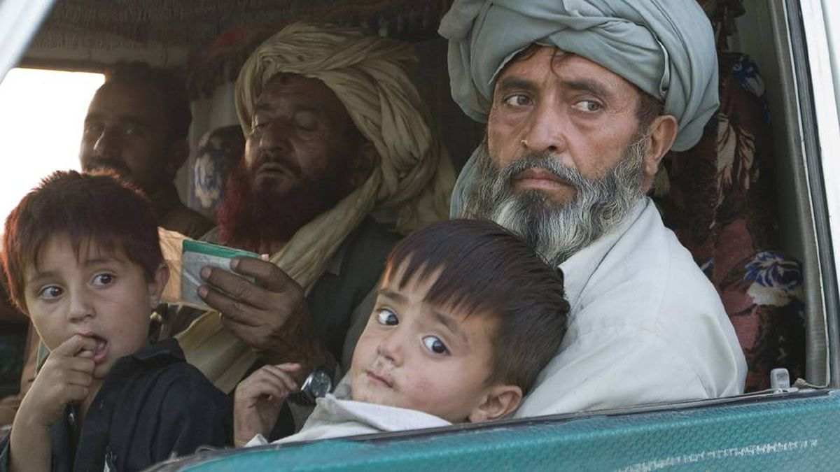 Pakistani displaced families who fled Waziristan due to the fierce fight between security forces and militants, arrive in Dera Ismail Khan, Pakistan on Wednesday, Oct. 21, 2009 .