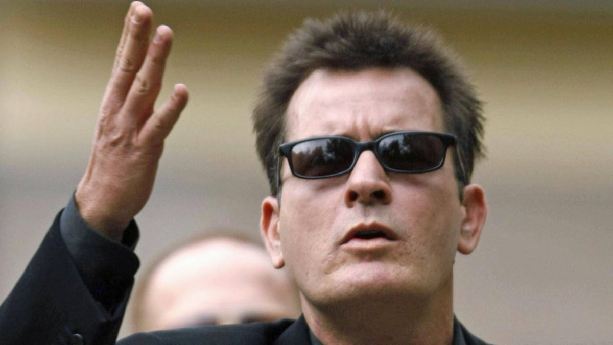 Actor Charlie Sheen gestures towards fans as he arrives for a sentencing hearing at the Pitkin County Courthouse in Aspen, Colorado, Aug. 2, 2010.