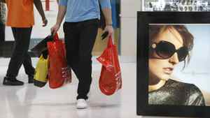 U.S. shoppers spent more freely in last weeks of 2011, latest Beige Book survey shows.