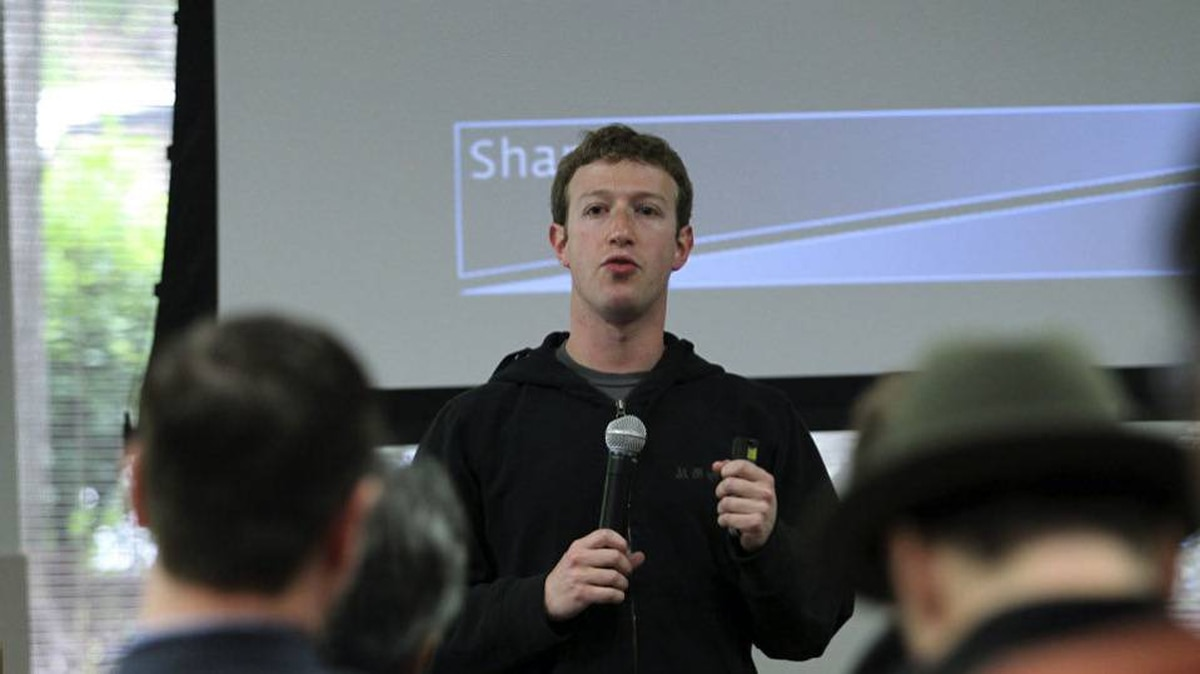 Facebook CEO Mark Zuckerberg addresses reporters at a news conference at Facebook headquarters in Palo Alto, California May 26, 2010.
