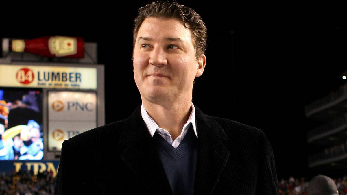 Mario Lemieux, former Canadian professional ice hockey player, attends the the 2011 NHL Bridgestone Winter Classic between the Washington Capitals and the Pittsburgh Penguins at Heinz Field on January 1, 2011 in Pittsburgh, Pennsylvania. (Photo by Jamie Squire/Getty Images)