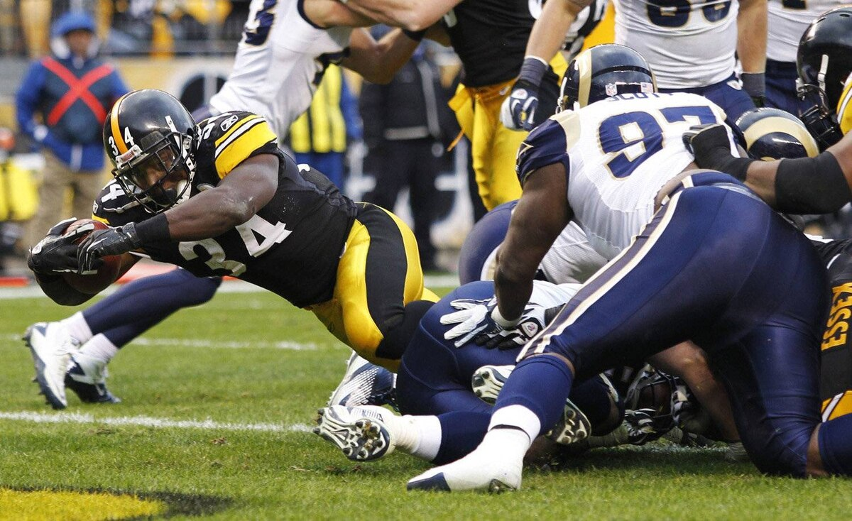 Pittsburgh Steelers Rashard Mendenhall surges into the end zone to score against the San Diego Chargers in the fourth quarter of their NFL football game in Pittsburgh, Pennsylvania, December 24, 2011. The Steelers won at a canter, 27-0.