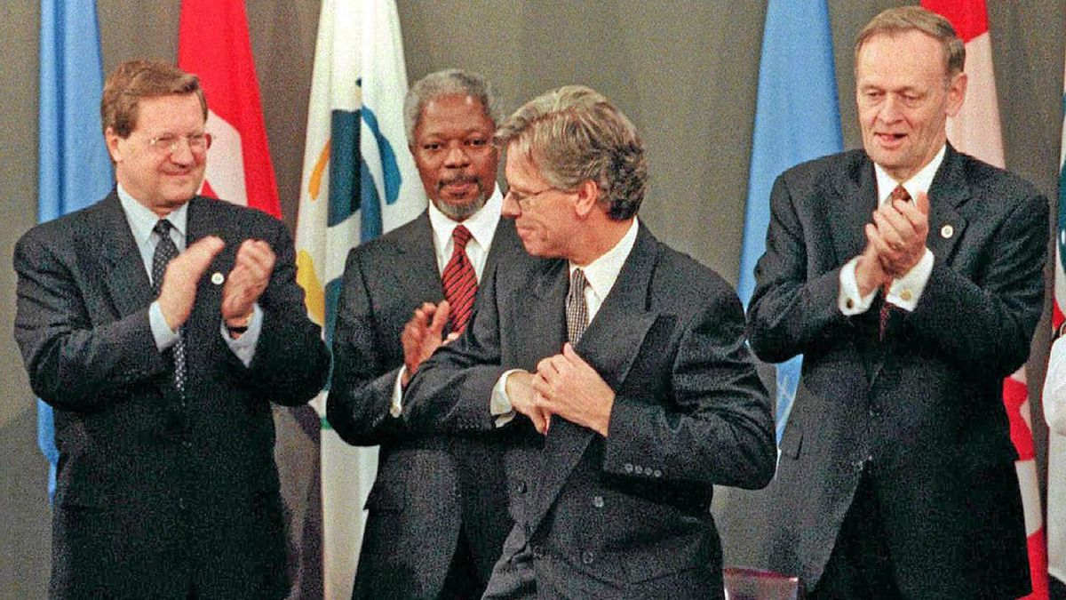 1999-2000: Canada leads the establishment of a ban of anti-personnel land mines and pushes for physical security of civilians in armed conflict. Prime minister Jean Chr�tien, right, foreign affairs minister Lloyd Axworthy, left, and UN secretary-general Kofi Annan applaud after Norwegian foreign affairs minister Knut Vollebaek signs the treaty.
