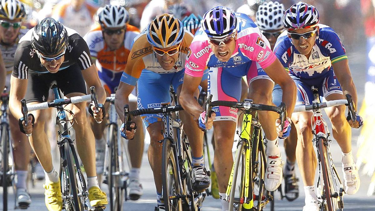 Lampre's Alessandro Petacchi of Italy (2nd R) sprints ahead of Garmin-Transitions' Julian Dean of New Zealand (C), Team Sky's Edwald Boasson Hagen of Norway and Katusha's Robbie McEwen of Australia (R) to win the fourth stage of the Tour de France cycling race between Cambrai and Reims, July 7, 2010.