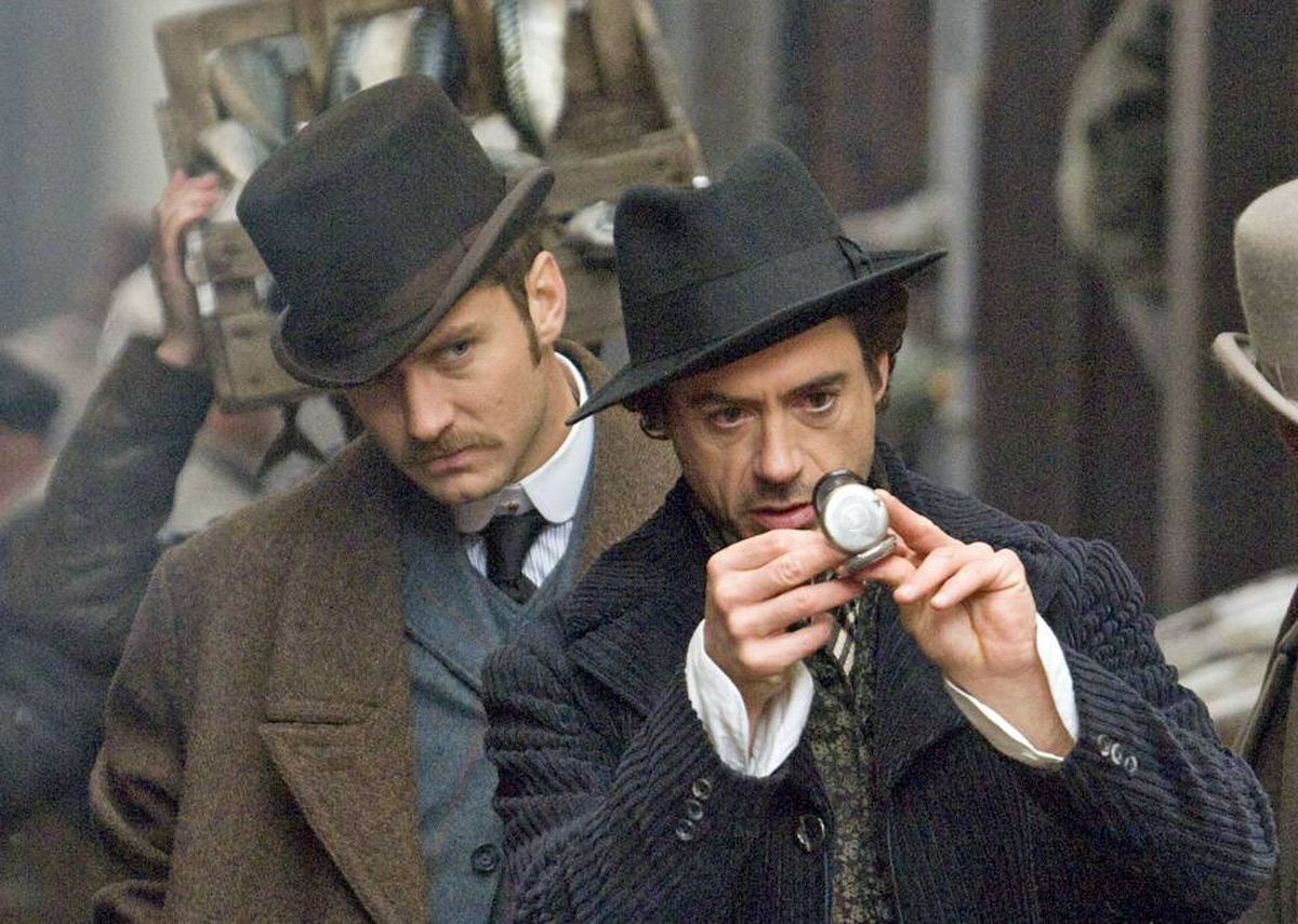 Robert Downey Jr. as Holmes (right) and Jude Law as Watson.