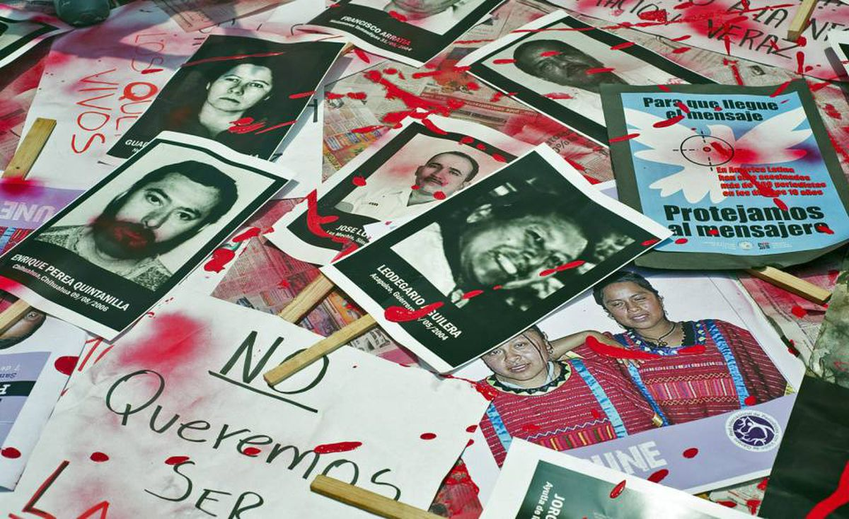 Mexican journalists protest against violence towards journalists in Mexico placing on the ground pictures of murdered journalists, on August 7, 2010 in Mexico City. More than 60 journalists have been killed in Mexico during the last decade, many of them by drug traffickers.