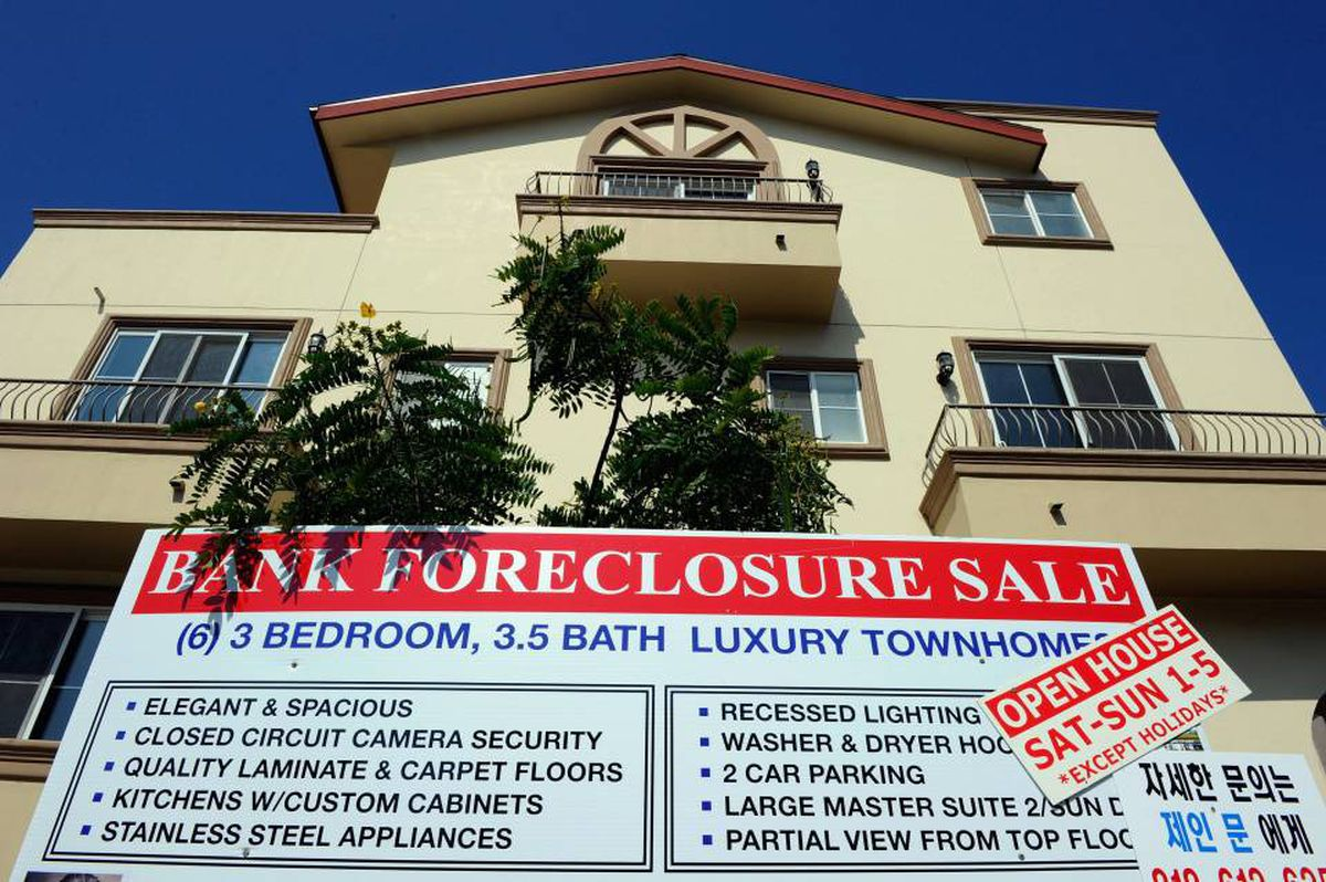 """A """"bank foreclosure sale"""" sign is posted in front of townhomes on August 12, 2010 in Los Angeles, California. U.S. banks repossessed homes at a near record pace to drive up July foreclosures."""