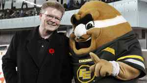 Edmonton Eskimos' general manager Eric Tillman (L) celebrates with the Eskimos mascot 'Punter' in the dying seconds of their CFL game against the Calgary Stampeders in Edmonton November 13, 2011. REUTERS/Dan Riedlhuber