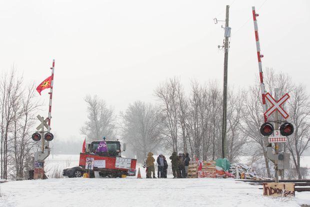Industry, passengers left stranded as anti-pipeline blockades shut rail service