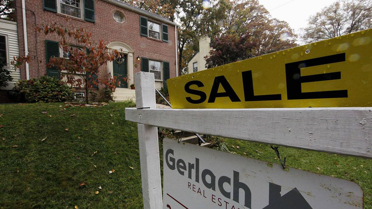 Falling U.S. house prices are close to bottoming out.