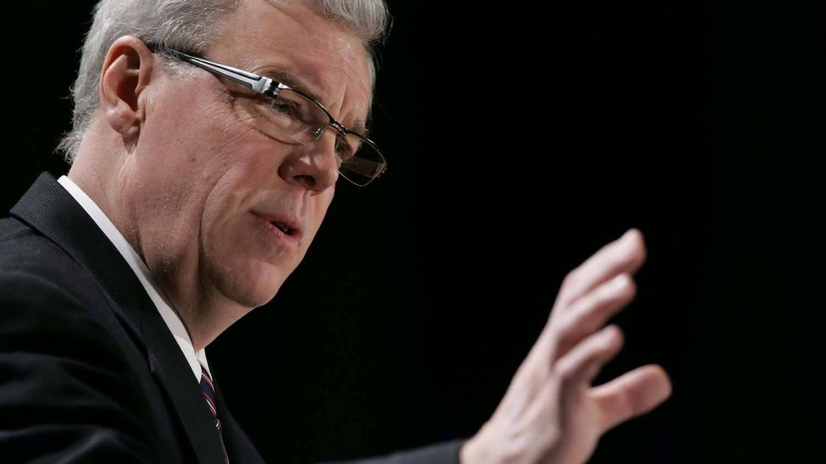 Manitoba Premier Greg Selinger delivers his annual state of the province speech to the Winnipeg Chamber of Commerce in Winnipeg, Tuesday, December 14, 2010.