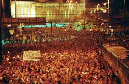 About 120,000 East German demonstrate for political reform in downtown Leipzig Monday, Oct. 16, 1989. For the first time the demonstrators carried banners in the peaceful protest march. Banner reads: 'Alternative service for conscientious objectors is a human right.' (AP Photo)
