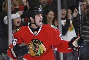 Chicago Blackhawks' Dave Bolland celebrates scoring on the Calgary Flames during the second period of the NHL hockey game in Chicago October 12, 2009. REUTERS/John Gress