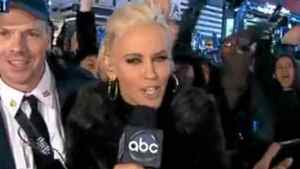 Jenny McCarthy took photos with a BlackBerry Bold at the New Year's Eve bash in Times Square.