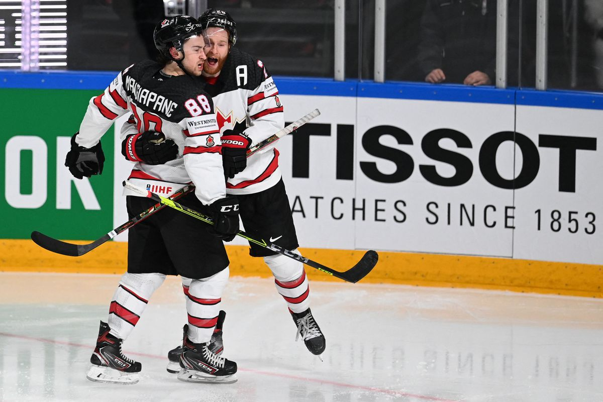 Canada earns spot in world hockey championship final with 4-2 win over U.S. thumbnail