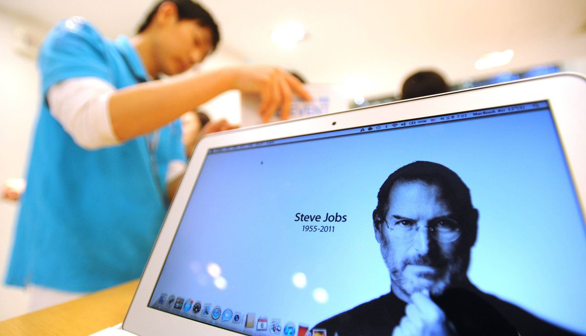 A laptop screen shows a web page paying tribute to Apple co-founder Steve Jobs at an Apple Store in Seoul, South Korea on October 6, 2011.