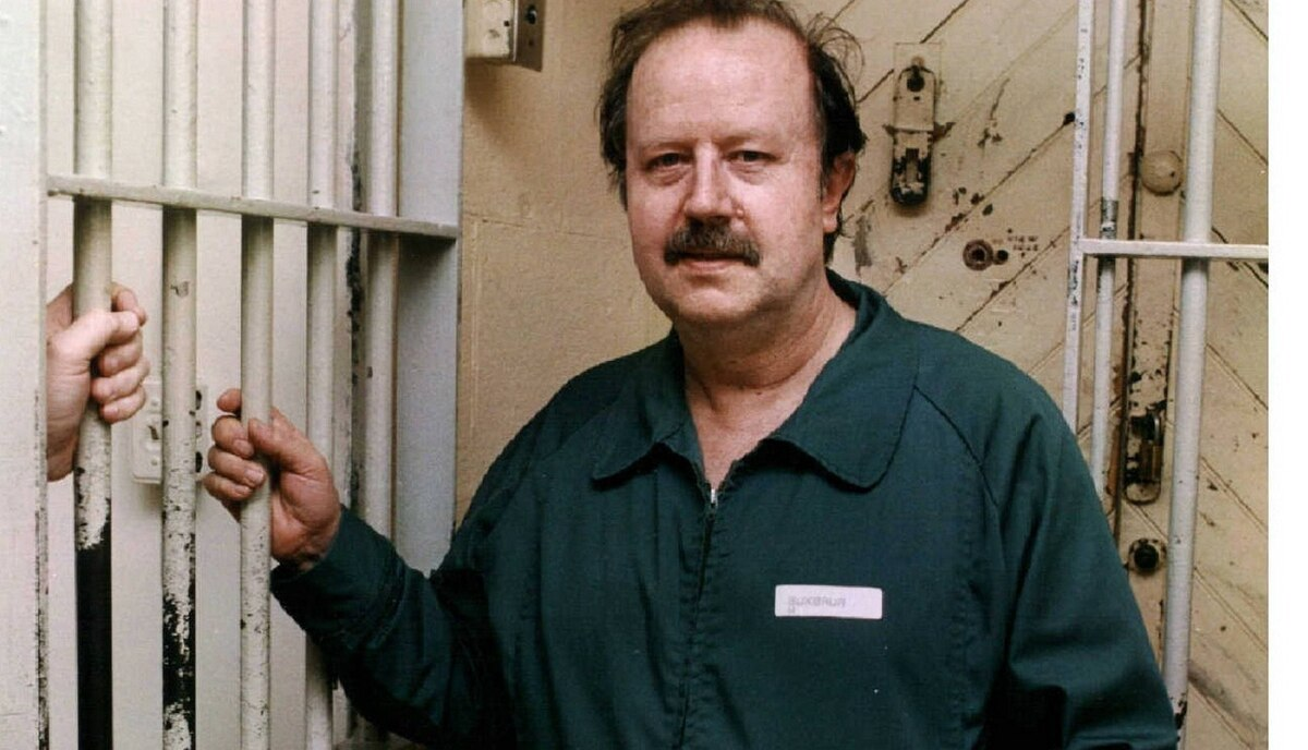 Helmut Buxbaum at the Kingston Penitentiary. A former millionaire nursing-home owner sentenced to a life sentence for arranging his wife's murder. After being attacked by other inmates at Millhaven Institution, he was placed into protective custody in Kingston Penitentiary in 1987. He was transferred seven years later and died behind bars in 2007.