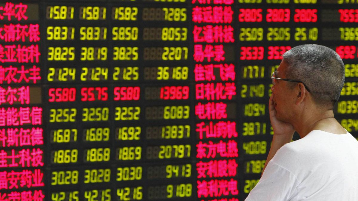 A man reads information displayed on an electronic screen at a brokerage house in Shanghai August 8, 2011.